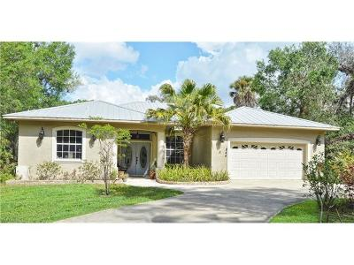 Single Family Home For Sale: 844 Live Oak Ln