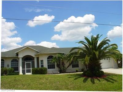 Lehigh Acres Single Family Home For Sale: 671 Mirror Lakes Ct