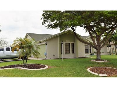 Cape Coral Single Family Home For Sale: 211 NE 11th Pl