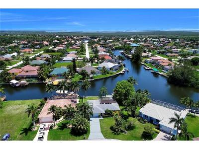 Cape Coral Single Family Home For Sale: 2218 SW 52nd Ln