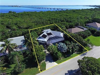 Sanibel Single Family Home For Sale: 958 Sand Castle Rd