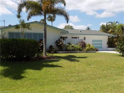 Cape Coral Single Family Home For Sale: 146 SW 52nd St