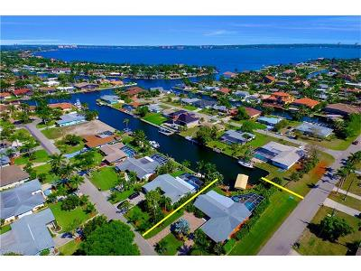 Cape Coral Single Family Home For Sale: 140 SW 56th Ter