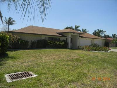 Cape Coral Single Family Home For Sale: 5353 Coral Ave