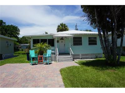 Fort Myers Beach Single Family Home For Sale: 127 Delmar Ave