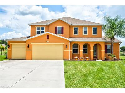 Lehigh Acres Single Family Home For Sale: 8121 Blue Daze Ct