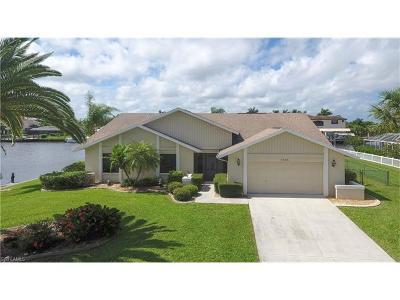 Cape Coral Single Family Home For Sale: 2666 SE 19th Pl