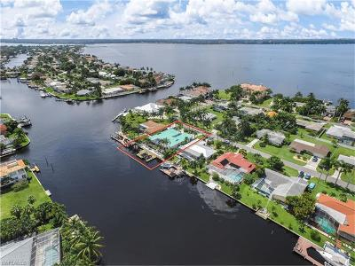 Cape Coral Single Family Home For Sale: 453 Bayshore Dr