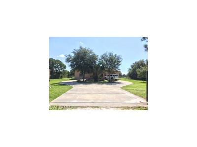 Clewiston Single Family Home For Sale: 825 S Quebrada St