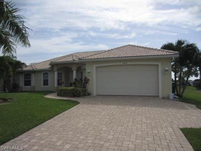 Cape Coral Single Family Home For Sale: 3019 Chiquita Blvd S