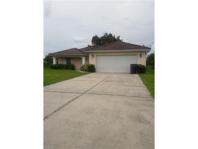 Fort Myers Single Family Home For Sale: 841 Woodridge Cir