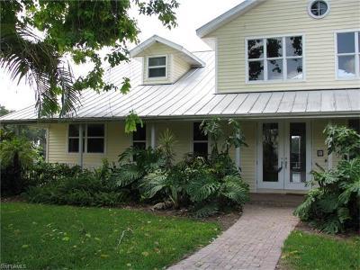 Alva Single Family Home For Sale: 21830 Pearl St