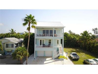 Fort Myers Beach Single Family Home For Sale: 5335 Estero Blvd