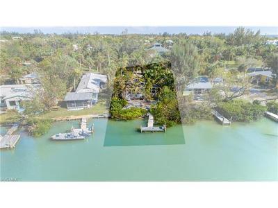 Sanibel Single Family Home For Sale: 2539 Coconut Dr