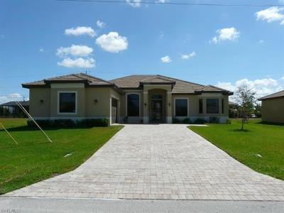 Cape Coral Single Family Home For Sale: 5419 Agualinda Blvd