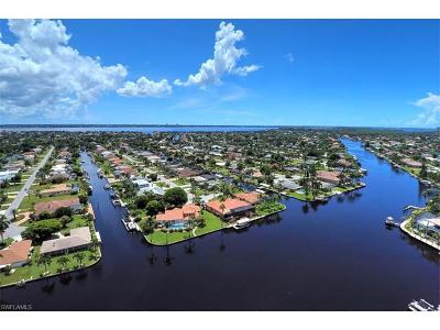 Cape Coral Single Family Home For Sale: 5211 Tamiami Ct