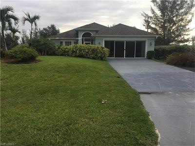 Cape Coral Single Family Home For Sale: 1631 Chiquita Blvd S