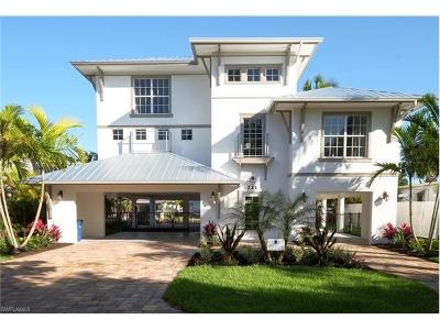 Fort Myers Single Family Home For Sale: 221 Driftwood Ln