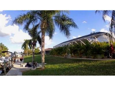 Cape Coral Single Family Home For Sale: 2035 SE 25th Ln