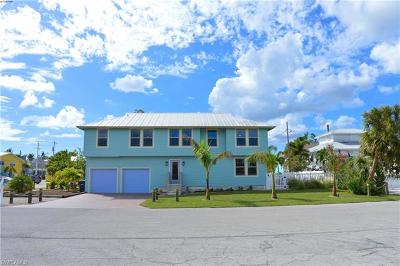 Fort Myers Beach Single Family Home For Sale: 285 Lazy Way