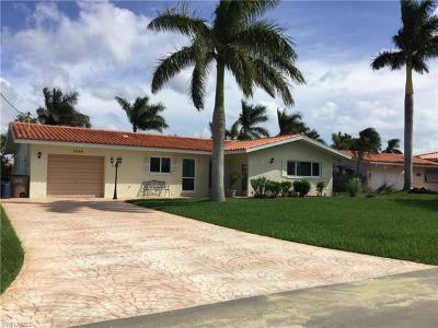 Cape Coral Single Family Home For Sale: 5359 Del Monte Ct