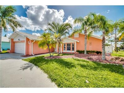 Cape Coral Single Family Home For Sale: 1624 SE 8th Ter