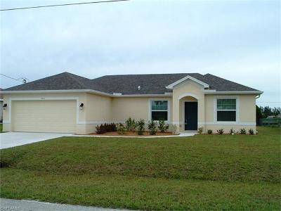 Cape Coral Single Family Home For Sale: 705 SW 31st St