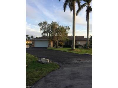 Cape Coral Single Family Home For Sale: 5356 Bayside Ct