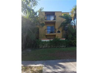 Fort Myers Condo/Townhouse For Sale: 2905 Winkler Ave #711