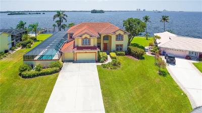 North Fort Myers Single Family Home For Sale: 2093 Club House Rd