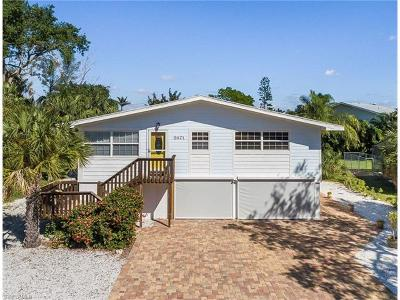 Fort Myers Beach Single Family Home For Sale: 5471 Oak Ridge Ave