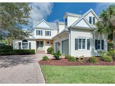 Fort Myers Single Family Home For Sale: 8700 S Lake Cir