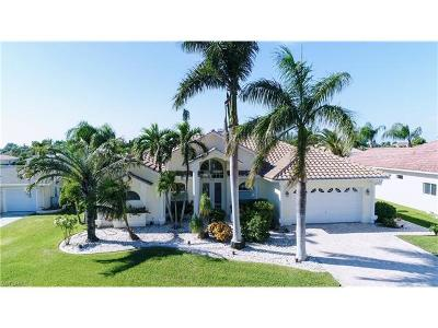 Cape Coral Single Family Home For Sale: 5222 Nautilus Dr