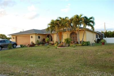 Cape Coral Single Family Home For Sale: 211 SE 12th St