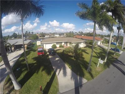 Cape Coral Single Family Home For Sale: 433 Bayshore Dr