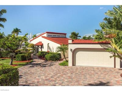 Fort Myers Beach Single Family Home For Sale: 8387 Estero Blvd