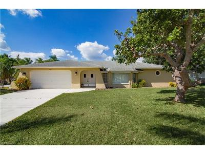 Cape Coral Single Family Home For Sale: 5020 Saxony Ct