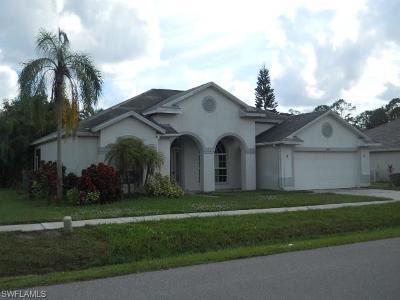 Lehigh Acres Single Family Home For Sale: 4465 Varsity Lakes Dr