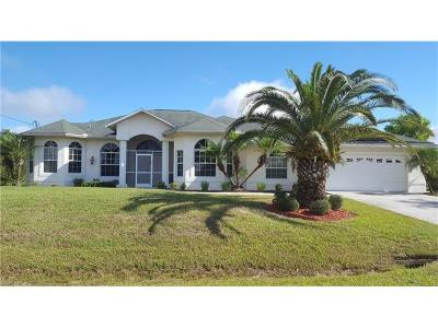 Lehigh Acres Single Family Home For Sale: 673 Mirror Lakes Ct