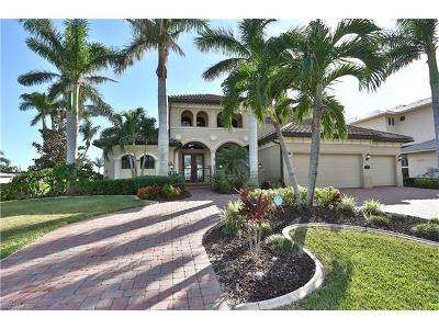 Fort Myers Single Family Home For Sale: 944 N Town And River Dr