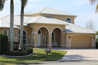 Cape Coral Single Family Home For Sale: 2132 SE 20th Pl