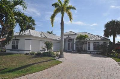 Cape Coral Single Family Home For Sale: 5374 Cortez Ct