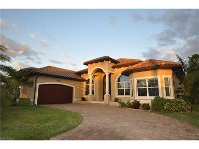 Cape Coral Single Family Home For Sale: 5347 Mayfair Ct