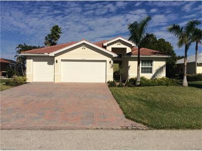 Cape Coral Single Family Home For Sale: 2107 SW 52nd Ln