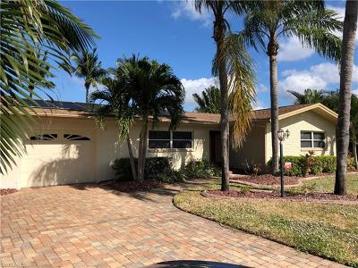 Cape Coral Single Family Home For Sale: 1117 Lorraine Ct