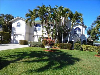 Fort Myers Single Family Home For Sale: 6296 Cocos Dr