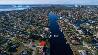 Cape Coral Single Family Home For Sale: 5201 Skylark Ct