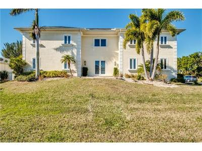 Bokeelia, Cape Coral, Captiva, Fort Myers, Fort Myers Beach, Matlacha, Sanibel, St. James City, Upper Captiva Single Family Home For Sale: 8891 Woodgate Dr
