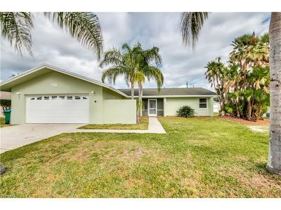 Cape Coral Single Family Home For Sale: 237 SW 34th St