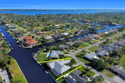 Cape Coral Single Family Home For Sale: 1827 SE 26th Ter